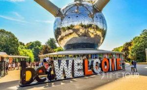 Wycieczka firmowa do Brukseli - wejście do Atomium