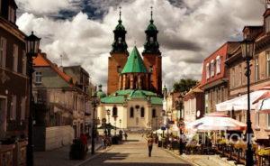 Wycieczka firmowa do Gniezna - deptak i katedra