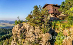 Wycieczka firmowa w Góry Stołowe - schronisko na Szczelińcu Wielkim