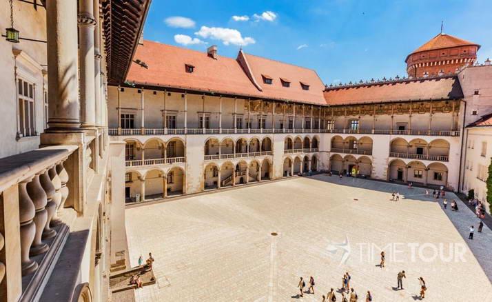 Wycieczka firmowa do Krakowa - dziedziniec zamku na Wawelu