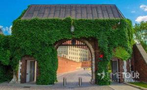 Wycieczka firmowa do Krakowa - brama na Wawel