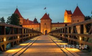 Wycieczka firmowa do Trok - Zamek w Trokach wieczorem