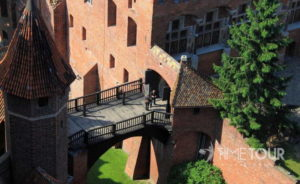 Wycieczka firmowa do Malborka - widok z wieży na most zwodzony