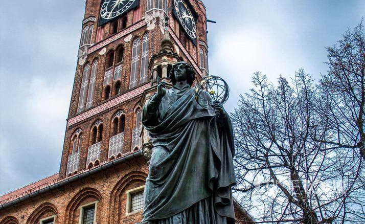 Wycieczka firmowa do Torunia - pomnik Kopernika
