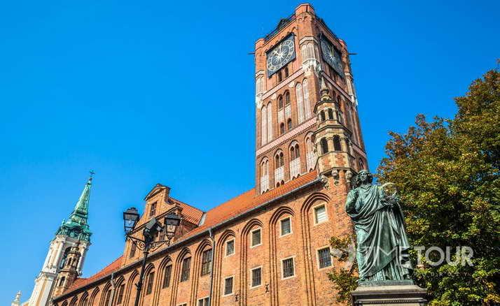 Wycieczka firmowa do Torunia - pomnik Kopernika i Ratusz