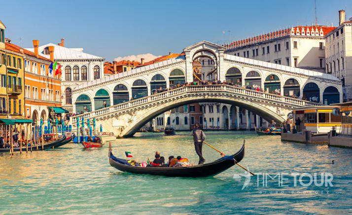 Wycieczka firmowa do Włoch - Most Rialto i gondola w Wenecji