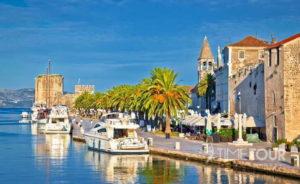 Wycieczka szkolna do Chorwacji - promenada w Trogirze