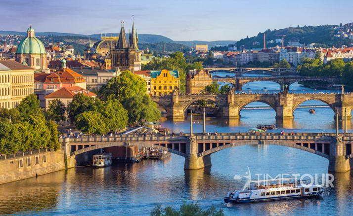 Wycieczka szkolna do Pragi - mosty nad Wełtawą