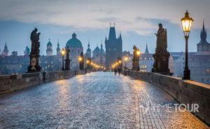 Wycieczka szkolna do Pragi - Most Karola o świcie