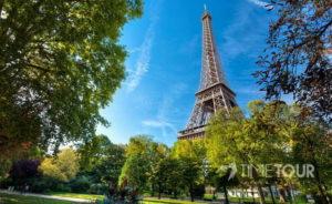 Wycieczka szkolna do Paryża - Wieża Eiffla