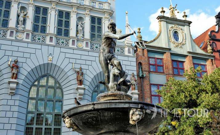 Wycieczka szkolna do Gdańska - fontanna Neptuna