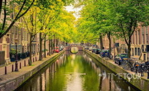 Wycieczka szkolna do Amsterdamu - kanał miejski
