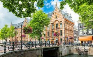 Wycieczka szkolna do Amsterdamu - budynek uniwersytetu