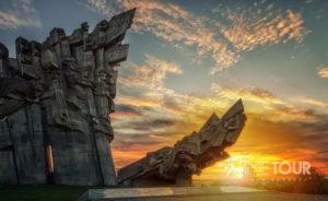 Wycieczka szkolna do Kowna - pomnik