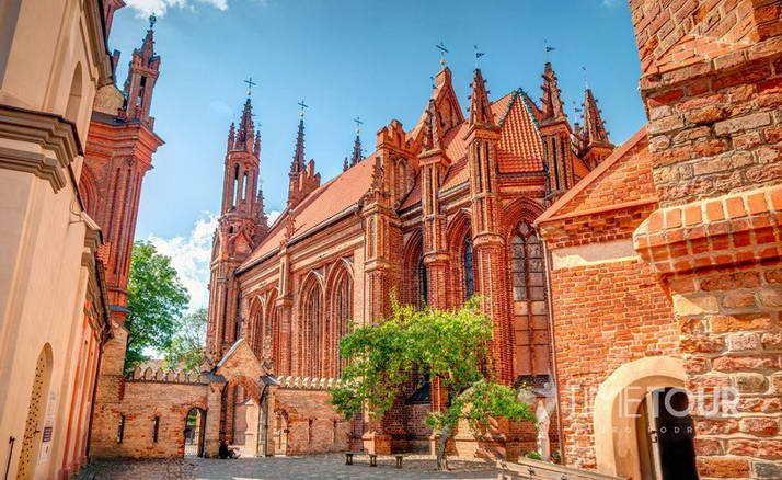 Wycieczka szkolna do Wilna - zaułek gotycki