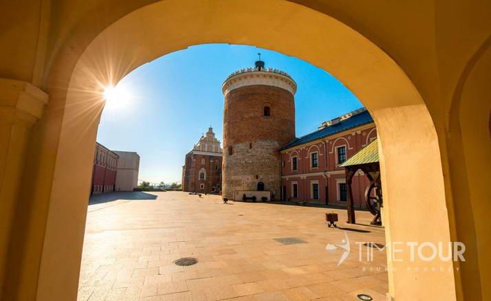 Wycieczka szkolna do Lublina - wieża zamkowa i dziedziniec