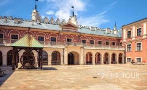 Wycieczka szkolna do Lublina - dziedziniec zamku