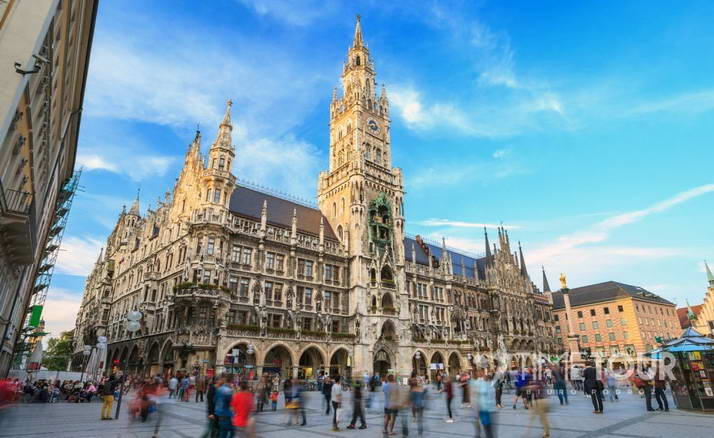 Wycieczka szkolna do Monachium - Ratusz i Plac Mariacki