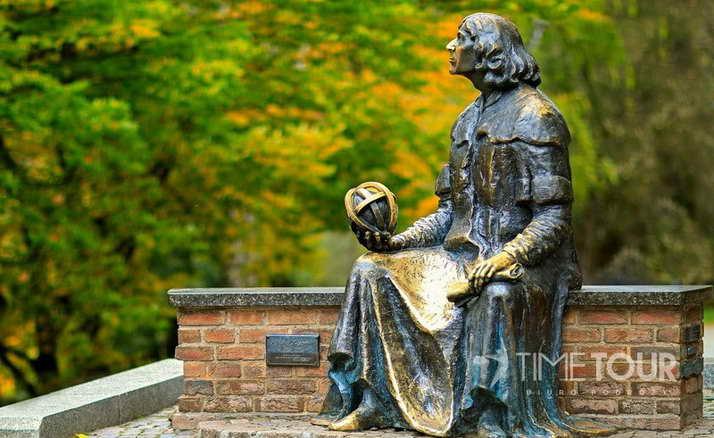 Wycieczka szkolna do Olsztyna - pomnik Mikołaja Kopernika