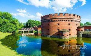 Wycieczka szkolna do Kaliningradu - wieża obronna z muzeum