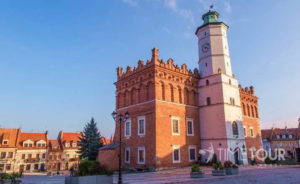 Wycieczka szkolna do Sandomierza - ratusz i Rynek