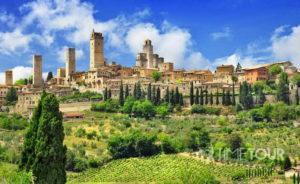 Wycieczka szkolna do Włoch - panorama San Gimignano w Toskanii