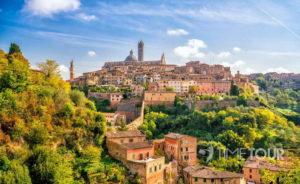 Wycieczka szkolna do Włoch - panorama Sieny w Toskanii