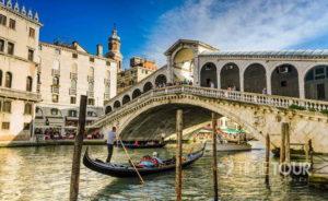 Wycieczka szkolna do Włoch - Most Rialto w Wenecji